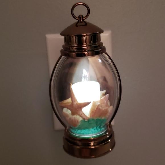 B&BW. Beach lantern nightlight wallflower